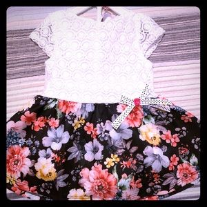 Other - White and black floral dress